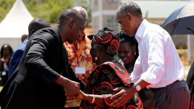 Obama iyo ayeydiisa.jpg